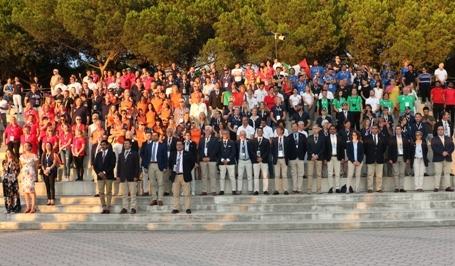 La simpatia dei giovani accende la cerimonia inaugurale